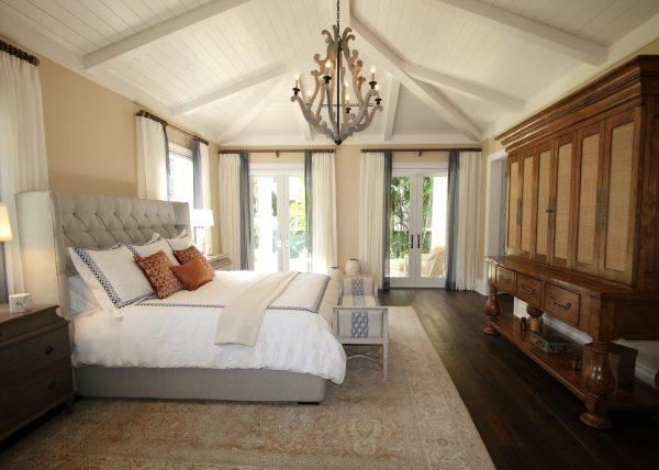 Book luxury hotel bedroom